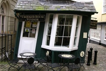 Crooked house 6.jpg