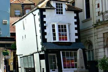 Crooked house 5.jpg